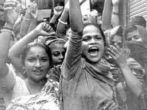 ১৯৯৯ সালে টানবাজারে পতিতারা উচ্ছেদের বিরুদ্ধে আন্দোলন করেন