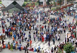 হিন্দু ধর্মীয় সম্প্রদায়ের শিক্ষার্থিরা হামলার প্রতিবাদ জানায় শাহবাগে
